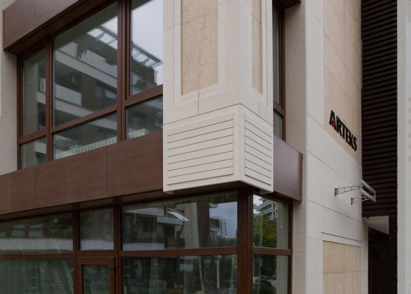 """Каменна облицовка с варовик и гранит жилищна сграда """"Св. Киприян"""""""