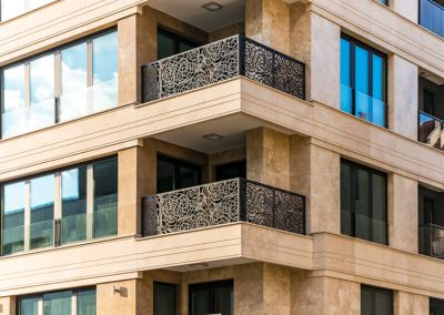Вентилируема фасада жилищна сграда с травертин